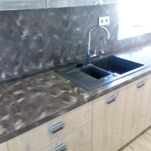 Кухонная столешница с фартуком и накладной мойкой, камень LG - M 301